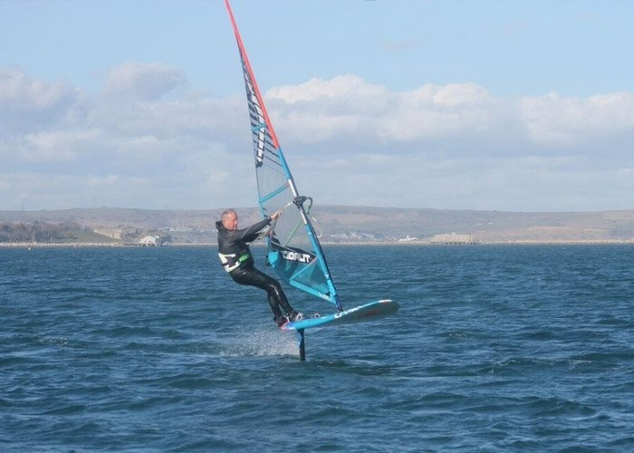 Windsurf instructor foiling